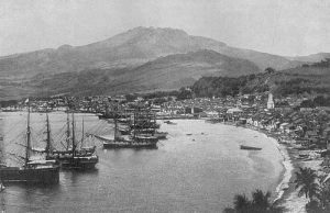 Saint-Pierre de la Martinique avant sa destruction par l'éruption de la montagne Pelée.